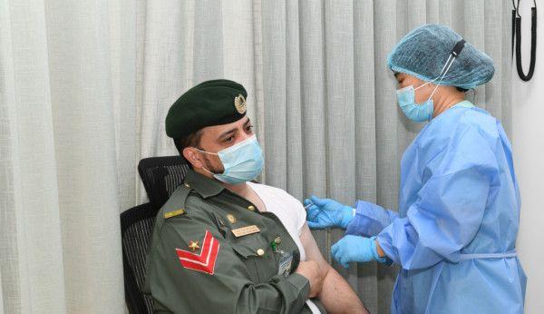 Dubai Police personnel receive COVID-19 vaccine (5)-1611145010423