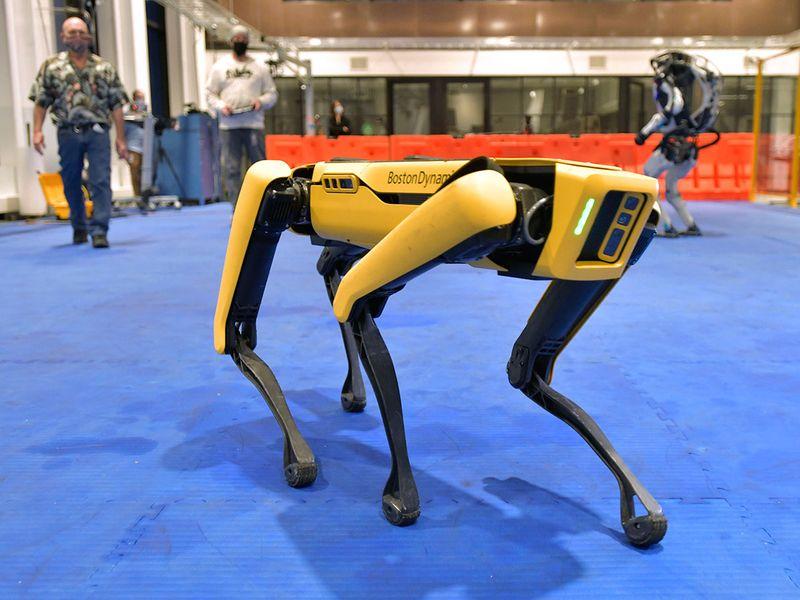 Dancing_Robots_Tech_72999