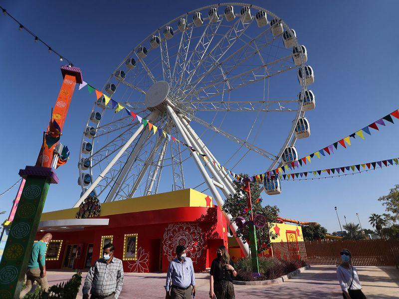 Wheel of stars : Bollywood Parks