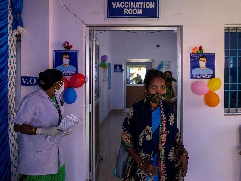 2021-01-25T040107Z_267366541_RC2SEL93SNDE_RTRMADP_3_HEALTH-CORONAVIRUS-INDIA-VACCINE-DELIVERY