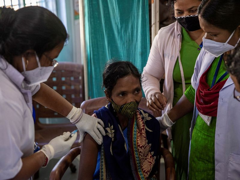 2021-01-25T040107Z_63035009_RC2SEL9ODK0Y_RTRMADP_3_HEALTH-CORONAVIRUS-INDIA-VACCINE-DELIVERY