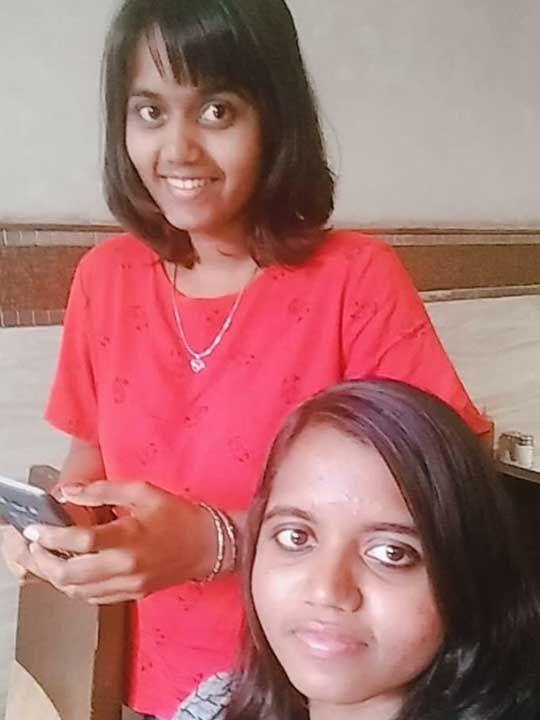 Alekhya (sitting) with her sibling Sai Divya Andhra murder mother