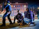 Dutch policemen protest arrest