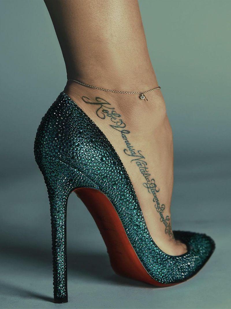 Vanessa Bryant tattoos Kobe's name.