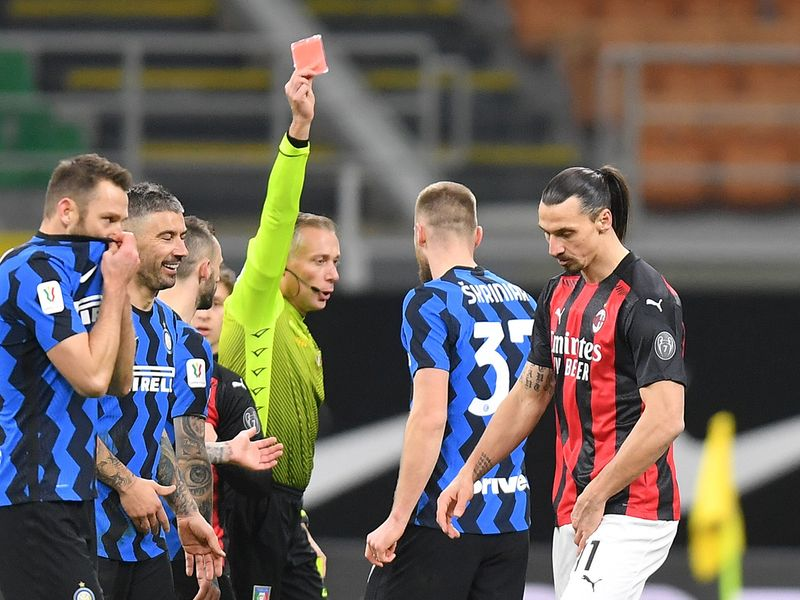 Zlatan Ibrahimovic gets red card.