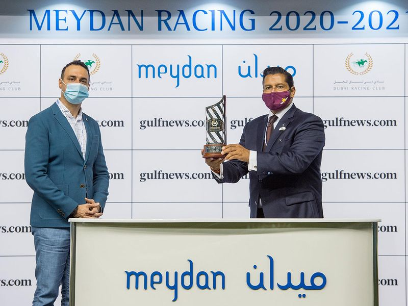 Bharat Motwani, Gulf News, Senior Account Group Manager, with Satish Seemar, winner of the Gulfnews.com Handicap