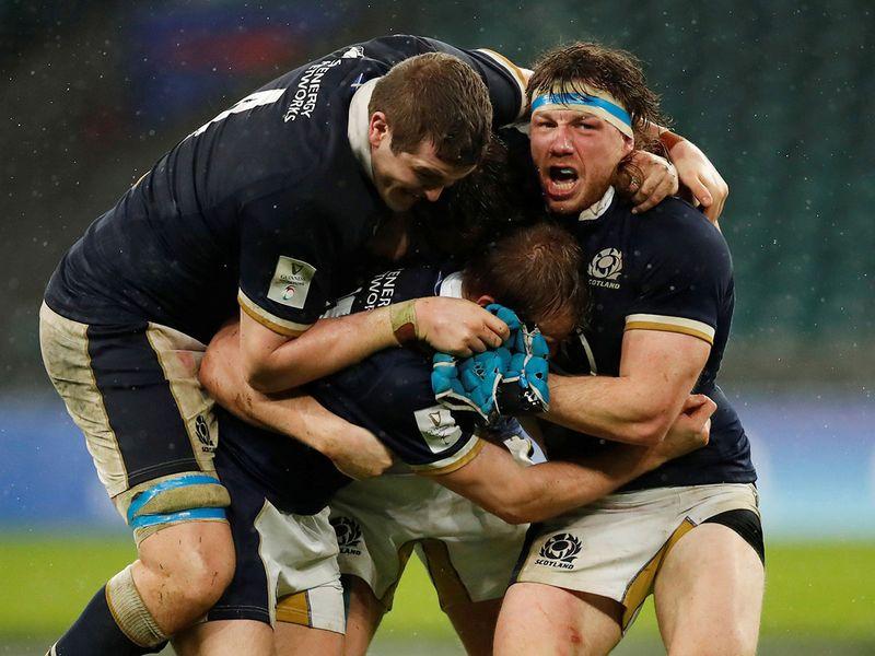 Scotland defeat England at Twickenham