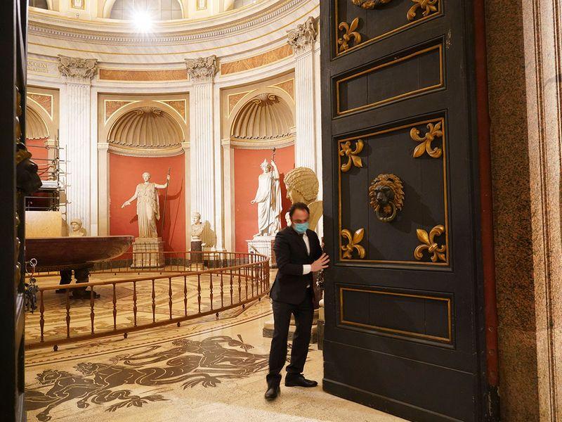 Vatican key keeper gallery