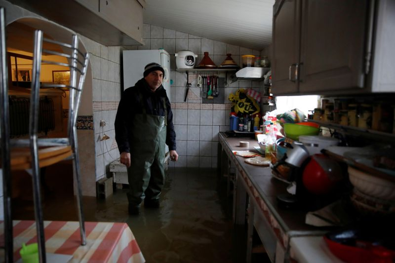 Copy of 2021-02-08T113806Z_374700484_RC2BOL955ZZH_RTRMADP_3_FRANCE-WEATHER-FLOODS-1612868411320