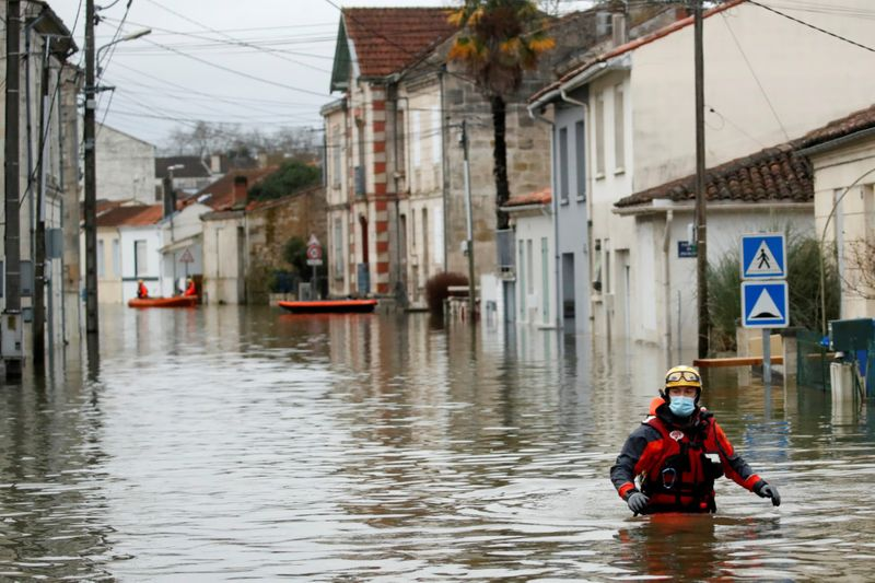 Copy of 2021-02-08T122252Z_1021597280_RC2COL92UNON_RTRMADP_3_FRANCE-WEATHER-FLOODS-1612868426536