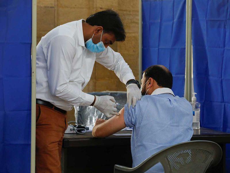 Pakistan: 150,000 health workers get COVID-19 vaccine