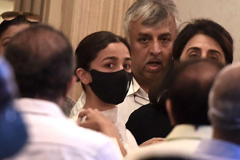Alia Bhatt at Rajiv Kapoor funeral