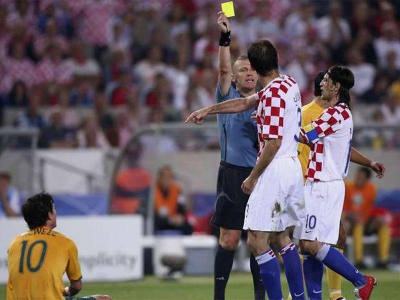 Graham Poll gives Josip Simunic three yellows