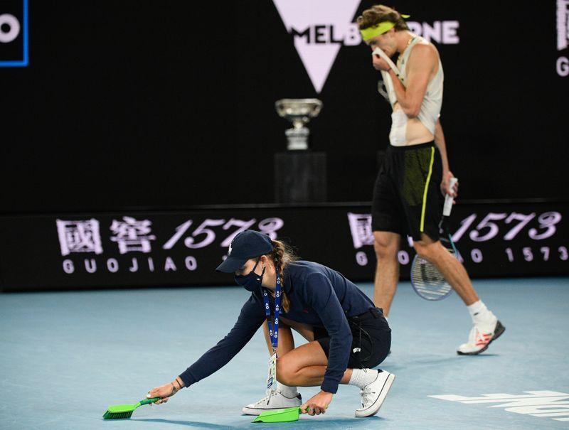 Tennis-Djoko racket abuse