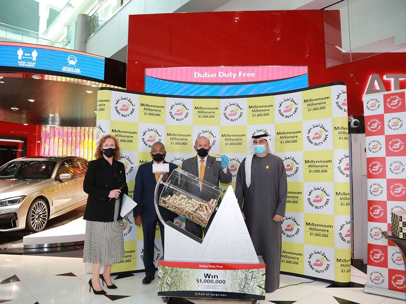 Dubai-Duty-Free-officials-conducting-the-draw-for-DDF-Millennium-Millionaire-Series-351