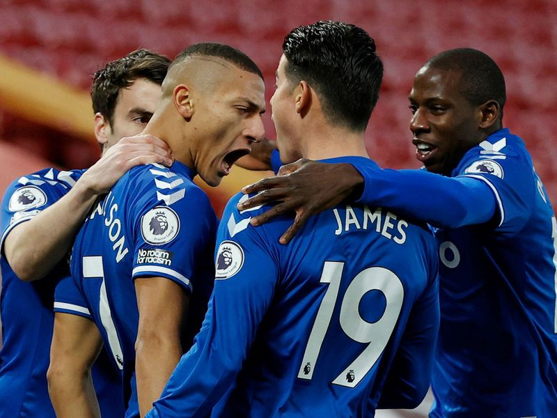Everton players rally around Richarlison to celebrate early goal.