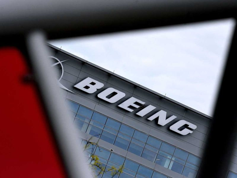 Boeing 777 makes emergency landing in Moscow with engine trouble