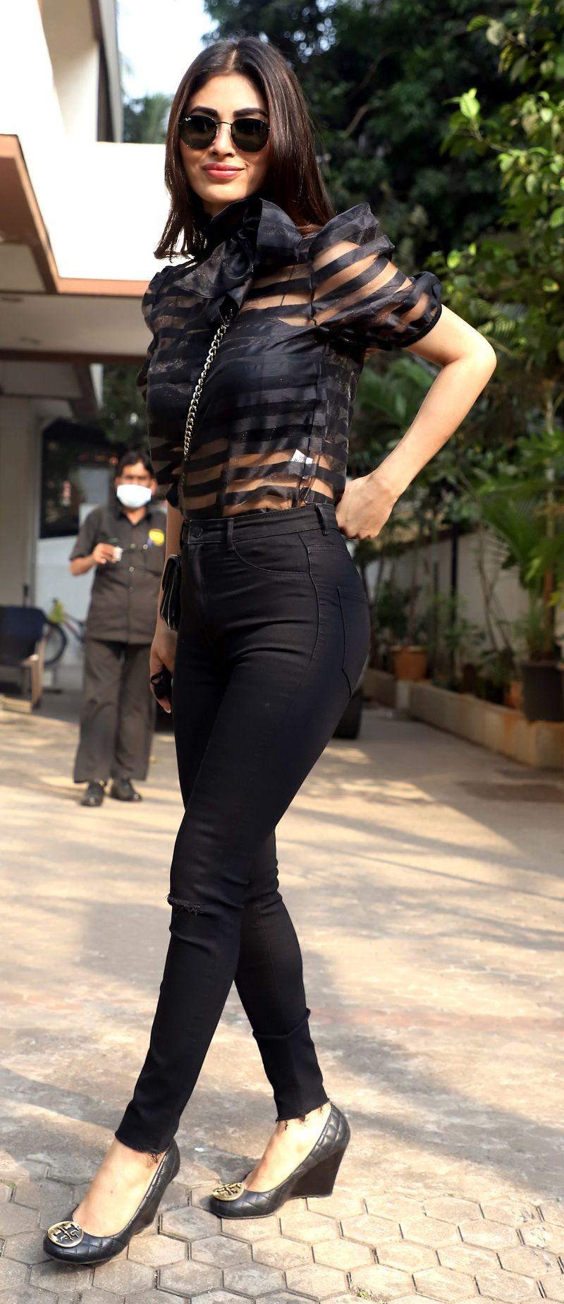 Maharashtra, Feb 25 (ANI): Bollywood actress Mouni Roy spotted at Bandra, in Mumbai on Thursday. (ANI Photo)