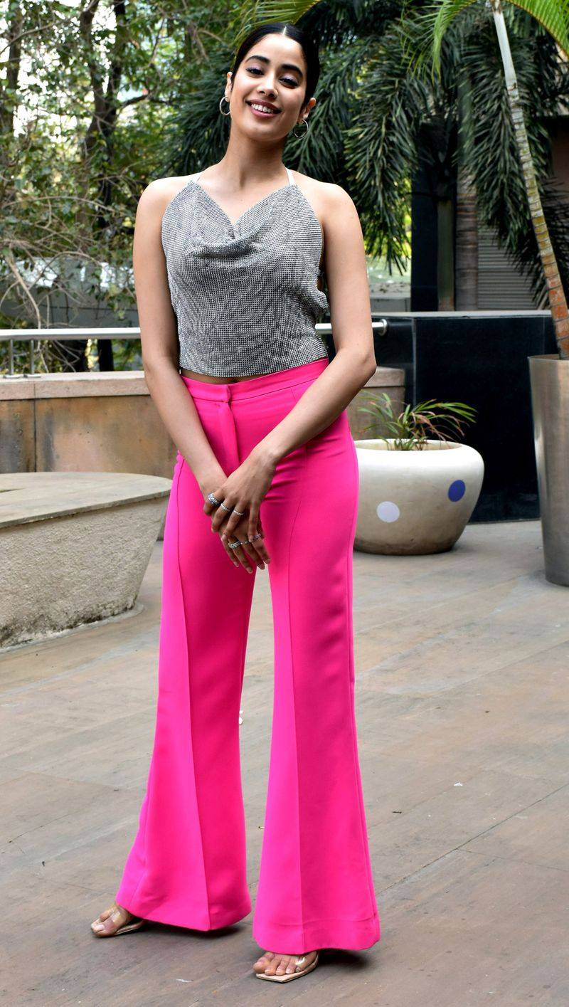 Maharashtra, Feb 26 (ANI): Bollywood actress Janhvi Kapoor spotted at Juhu in Mumbai on Thursday. (ANI Photo)