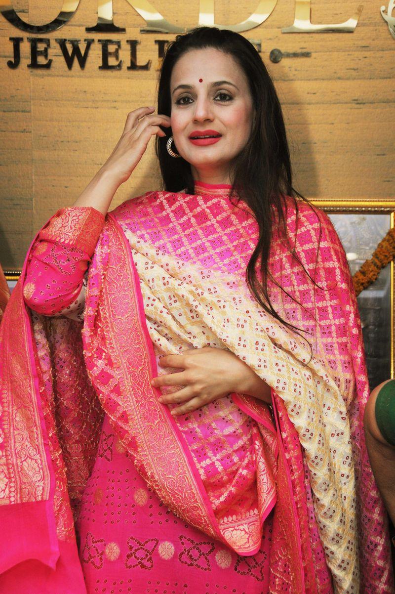 Ameesha Patel-1614501285421