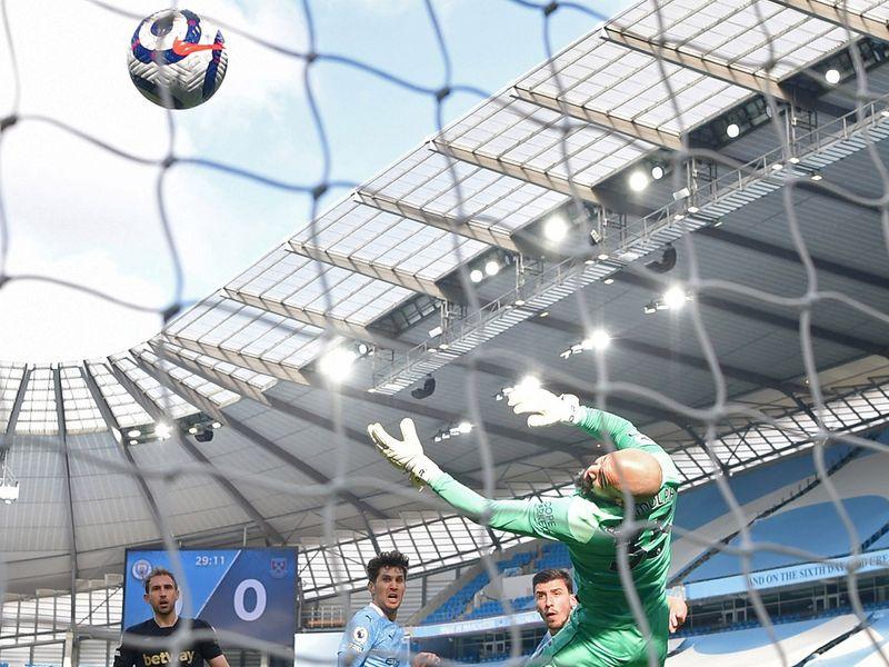 Manchester City beat Everton 3-1.