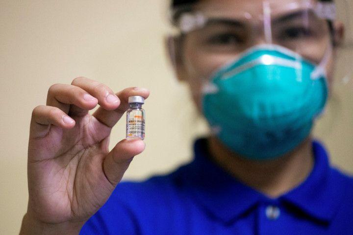 Copy of 2021-03-01T050024Z_173083261_RC252M9LXA6S_RTRMADP_3_HEALTH-CORONAVIRUS-PHILIPPINES-VACCINE-1614590365600