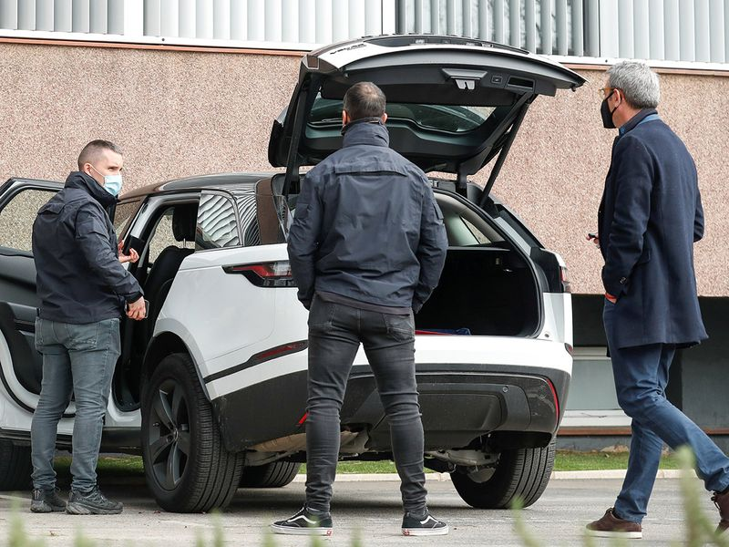 Members of police were seen searching a car outside of the Barca office building. Despite an earlier external audit clearing Bartomeu and his associates of related charges, the police have continued with their investigation. The club also vehemently denied Barcagate claims last year.