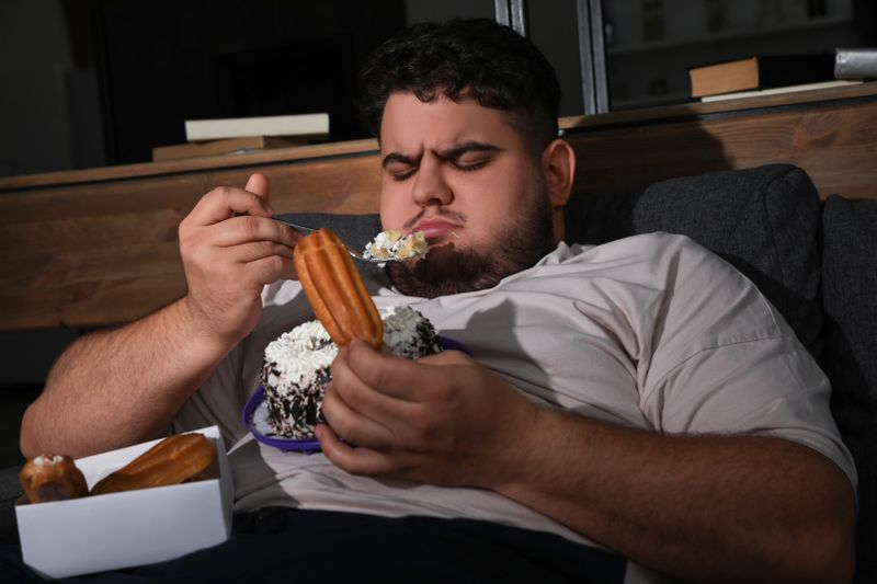 shutterstock_Binge eating-1614608102334