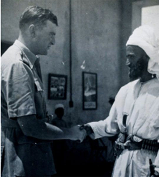 Clive Adams with head guard with head guard at the Red House entrance.  (photo : Adams, 1940-41).