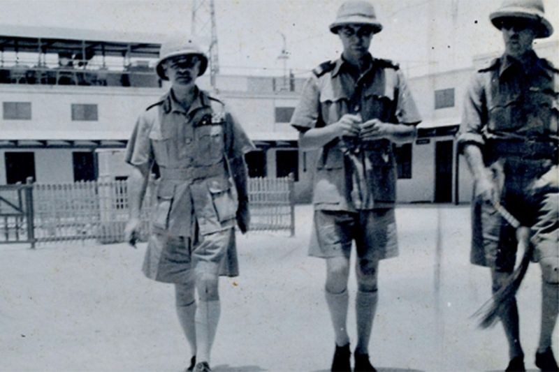 General Archibald Wavell (left), Superintendent Clive Adams (centre) and unidentified officer in the courtyard. Guest rooms and sitting-area behind (photo : Adams, 1940-41).
