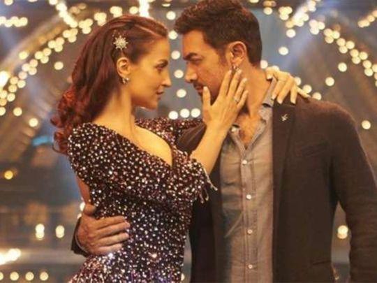 Aamir Khan romances Elli AvrRam