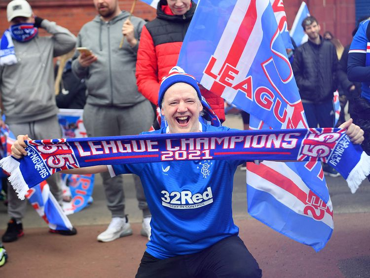 Rangers fans took to the streets of Glasgow after Saturday's 3-0 win against St Mirren, which confirmed them as Scottish Premiership winners this season. It's the first time in 10 years that they win the league, under the guidance of manager Steven Gerrard.