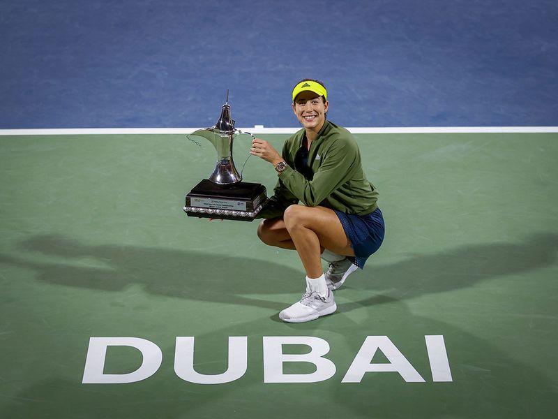 Garbine Muguruza with the Dubai Duty Free Championships trophy