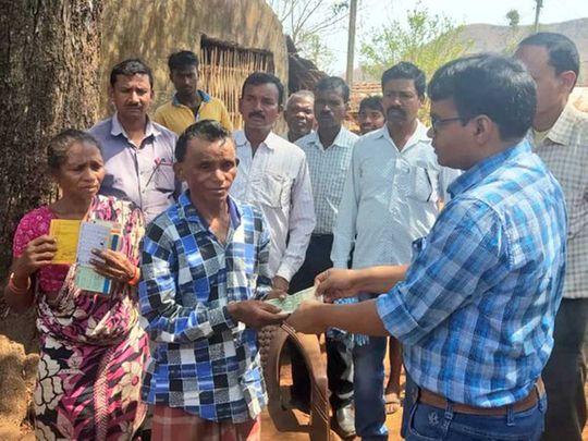 Berjom Pahadiya Jharkhand villager migrant walk