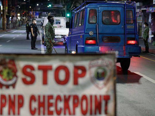 Manila police lockdown check covid
