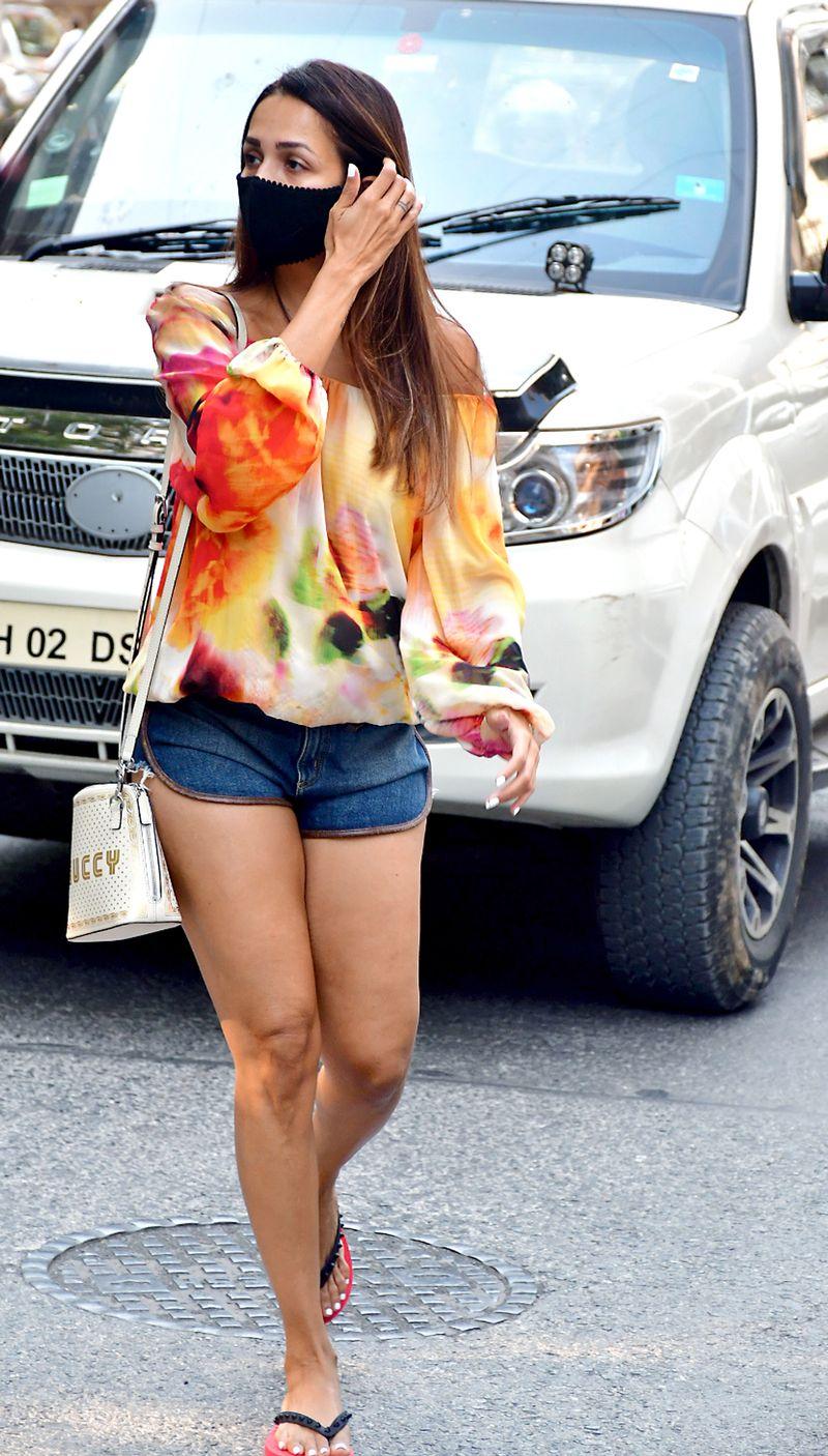 Maharashtra, March 19 (ANI): Bollywood actress Malaika Arora spotted at Bandra, in Mumbai on Thursday. (ANI Photo)