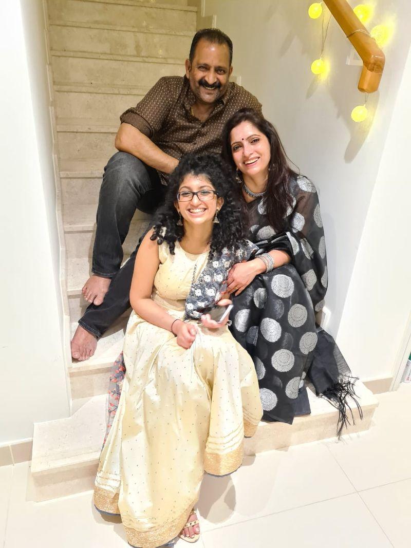 Anjana Ravi with family