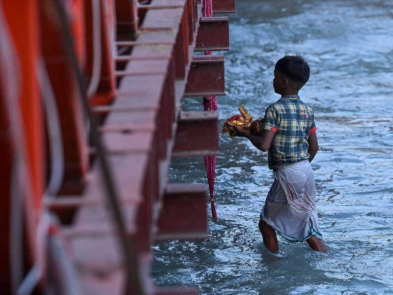 Hindu ganges ganga devotees coin boy