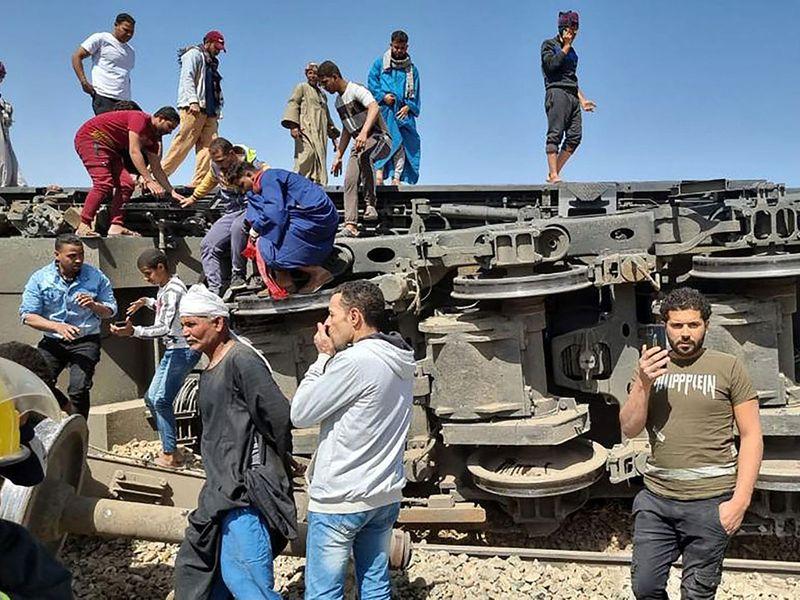 Egypt train crash gallery