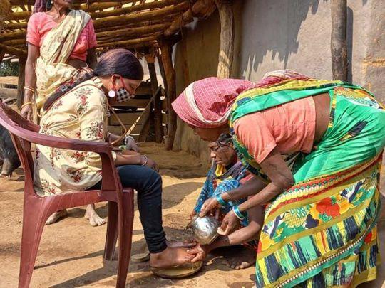 Girl Jharkhand mother wash feet Raushani Kumari