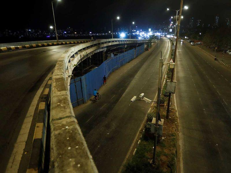 India Mumbai curfew road