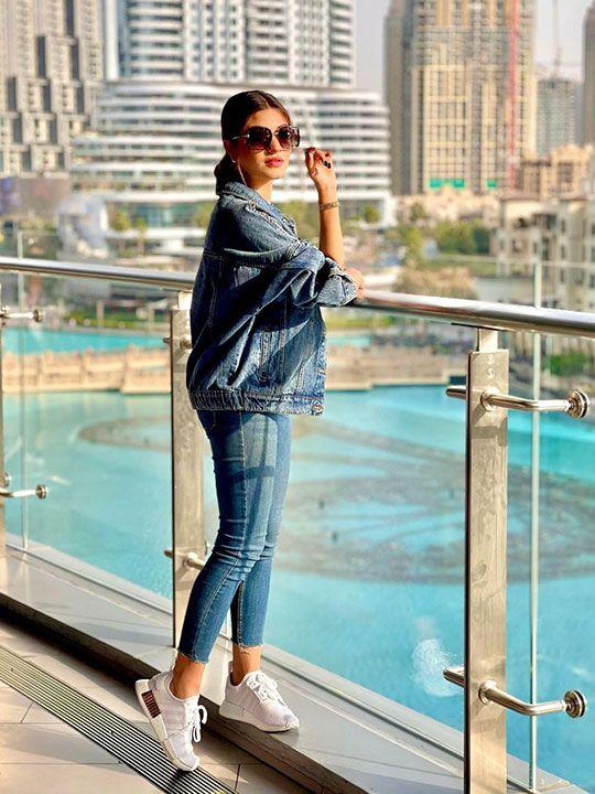 Kinza Hashmi at Dubai Mall/burj Khalifa