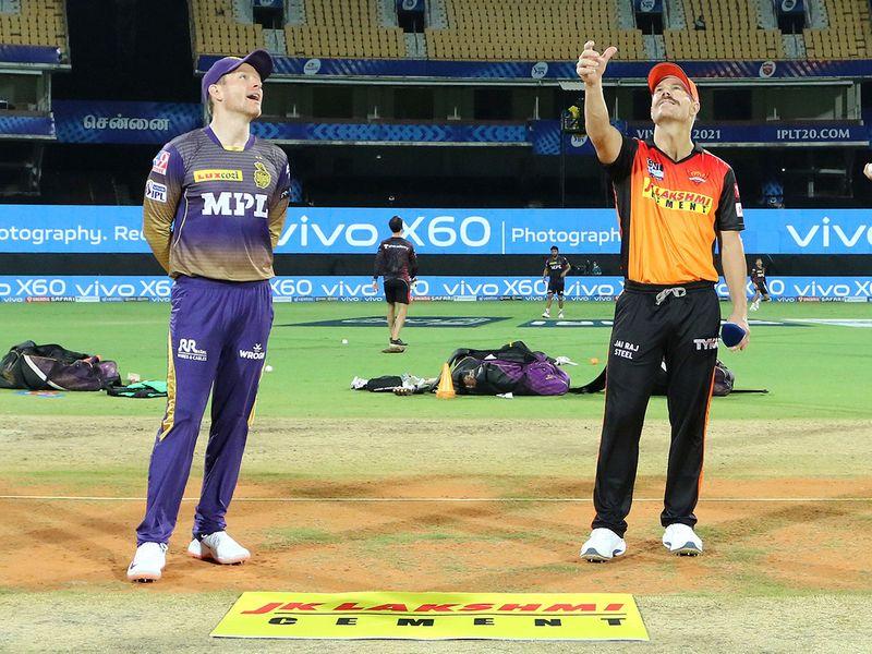 Kolkata Knight Riders skipper Eoin Morgan (left) with captain of Sunrisers Hyderabad David Warner durig the toss.