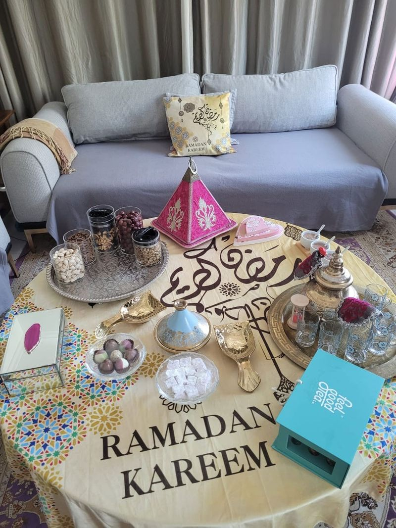 NAT-Nouha-and-her-decorations-3