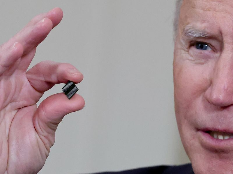 Chip shortage: Biden promises bipartisan support for new funds