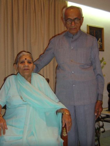 NAT Harichandrai Jasumal Sahityani with his wife Kamla Devi-1618499903991
