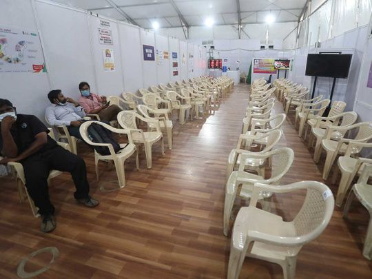 health workers vaccine centre india covid