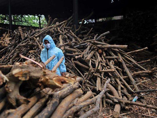 india funeral covid wood pyre crematorium