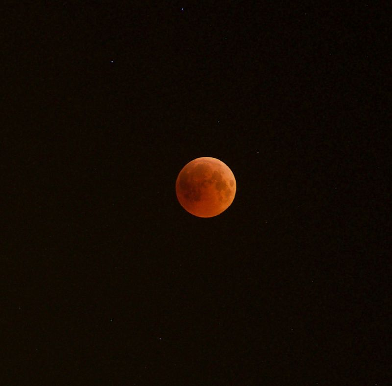 Total lunar eclipse in 2018 viewed from Abu Dhabi