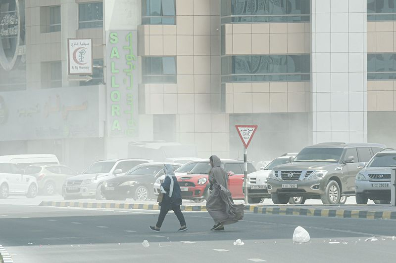 Residents caught in sand storm in Sharjah